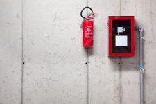 Высота крепления огнетушителей на стене